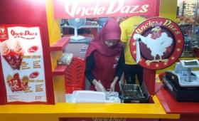 Lagi nunggu pelanggan setia uncledazs di outlet uncledazs depok (1)