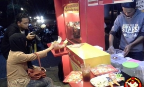 Waralaba Large fried chicken uncledazs info franchise 0857 1066 2299